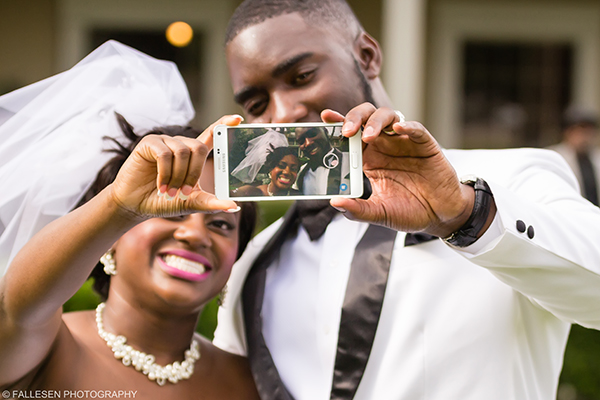 Bride and Groom take a selfie photograph at the Kirkwood Wedding in Buffalo,NY
